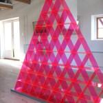 """Objekt i plexiglas 2005, """"Triangulär verklighet, måste påkalla uppmärksamhet"""""""